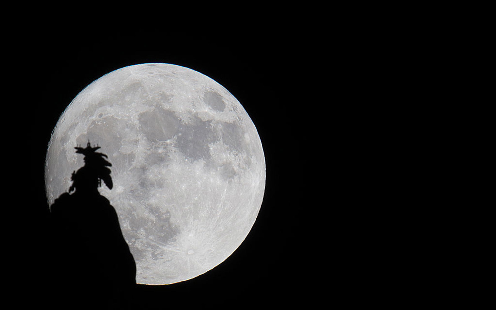 A supermoon rises over the Statue of Freedom on the Capitol dome in Washington, DC November 13, 2016.