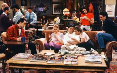 This Cafe Beneath the 'Friends' Apartment Is the Real-life