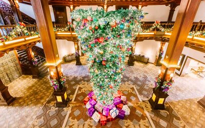 Upside Down Christmas Tree Ideas.Upside Down Christmas Trees Are The Newest And Strangest