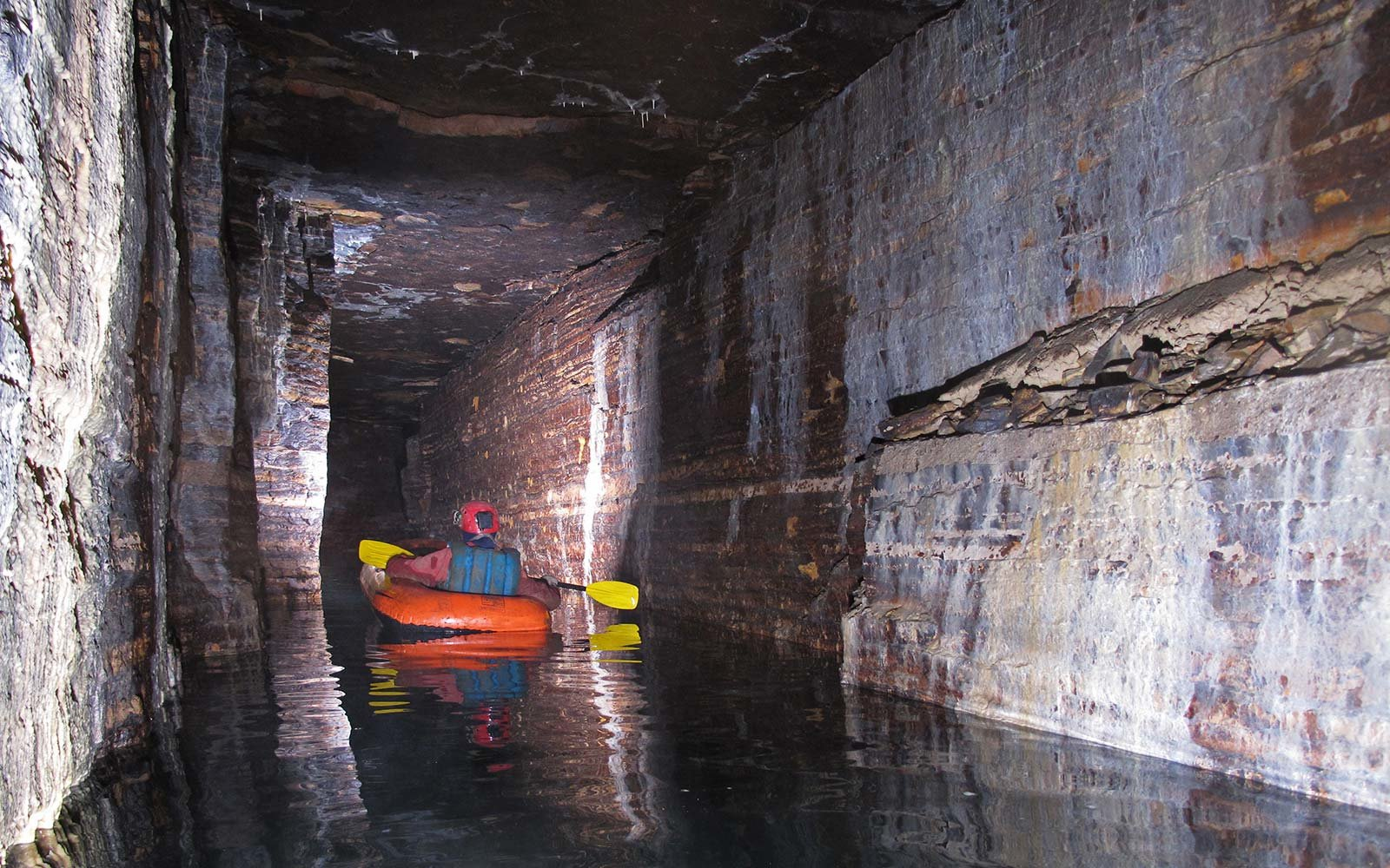 Quebec Speleological Society Saint Leonard Cavern Caves Discovery Montreal Canada