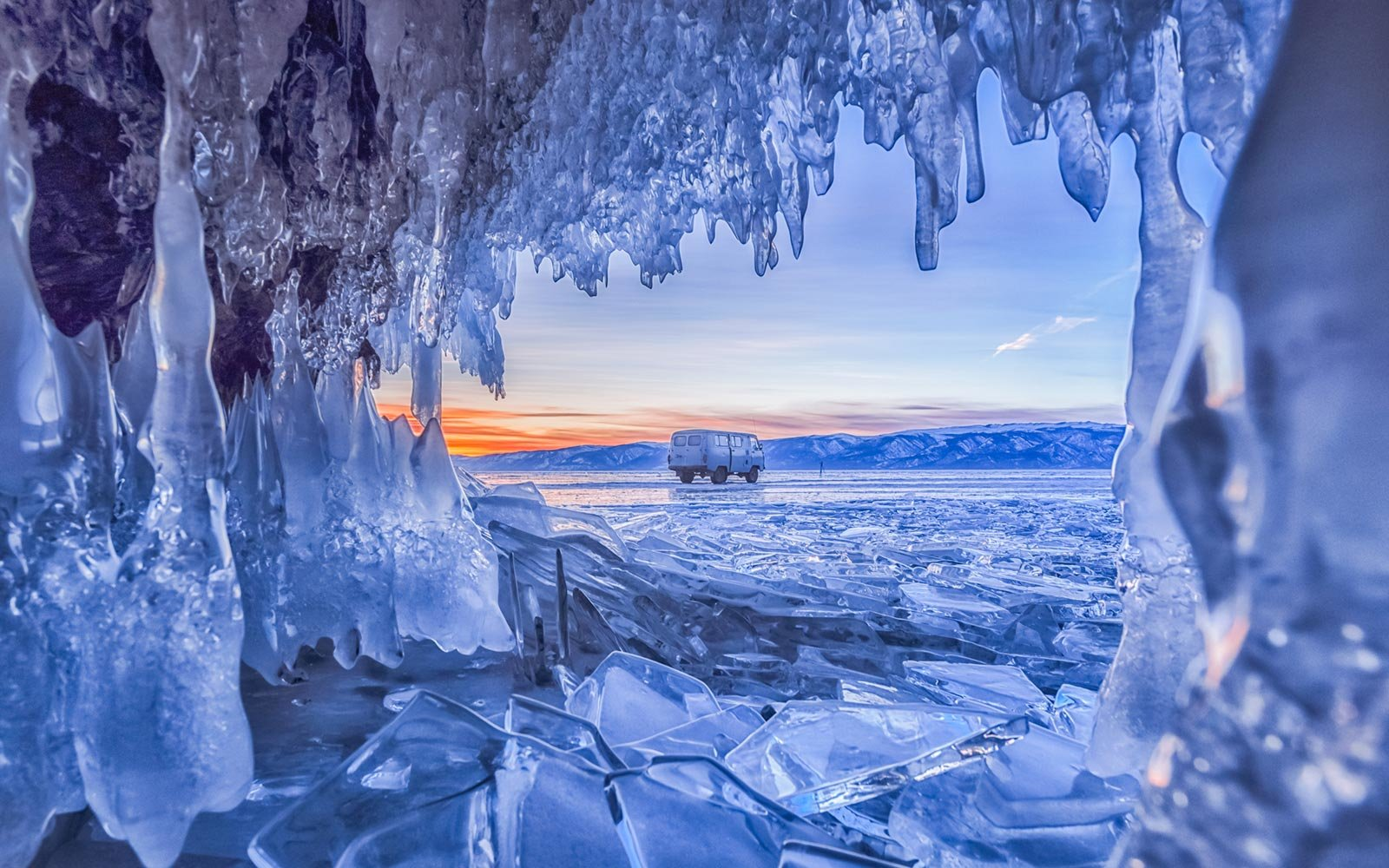 ice-cave-baikal-lake-russia-ICEFORMS1217.jpg