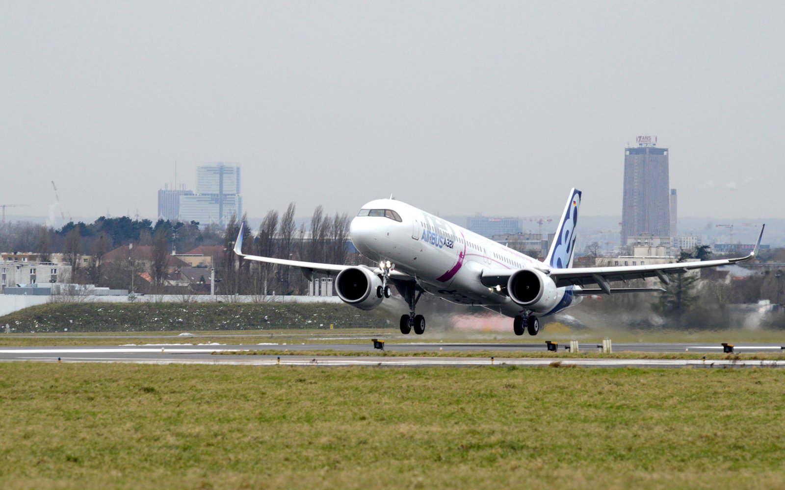 Airbus A321LR Maiden flight