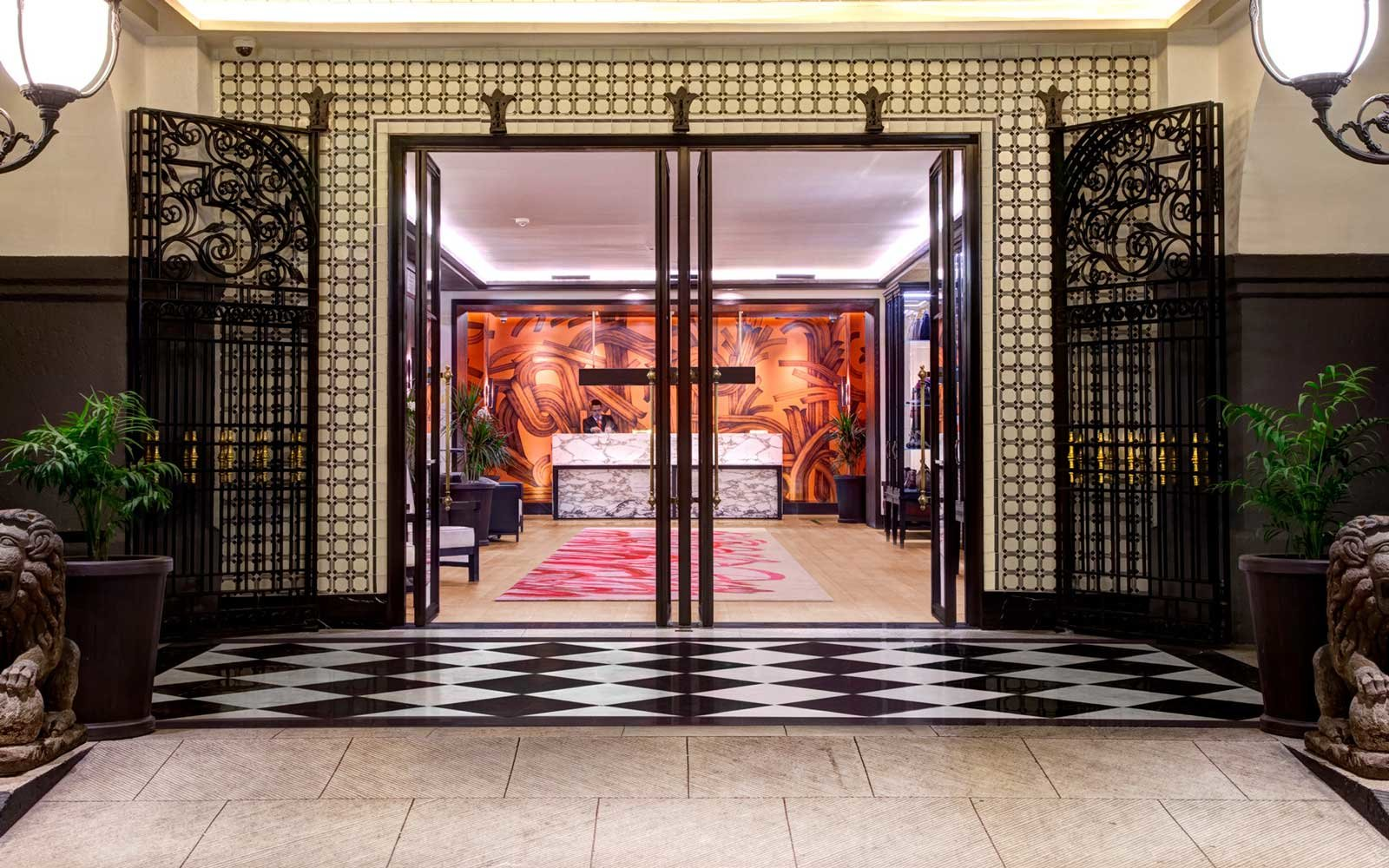 Entrance to the Four Seasons Mexico City Hotel