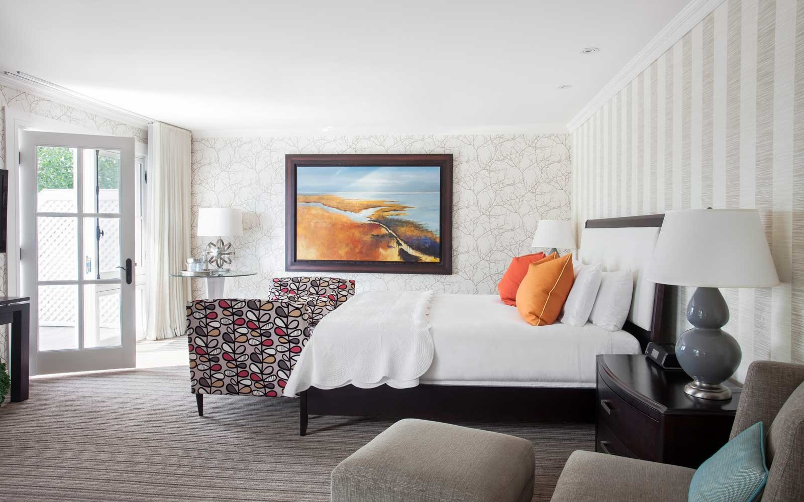 Suite at the Manoir Hovey, in Canada