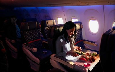 Delta Is Testing Out Serving 3-course Meals and Sparkling