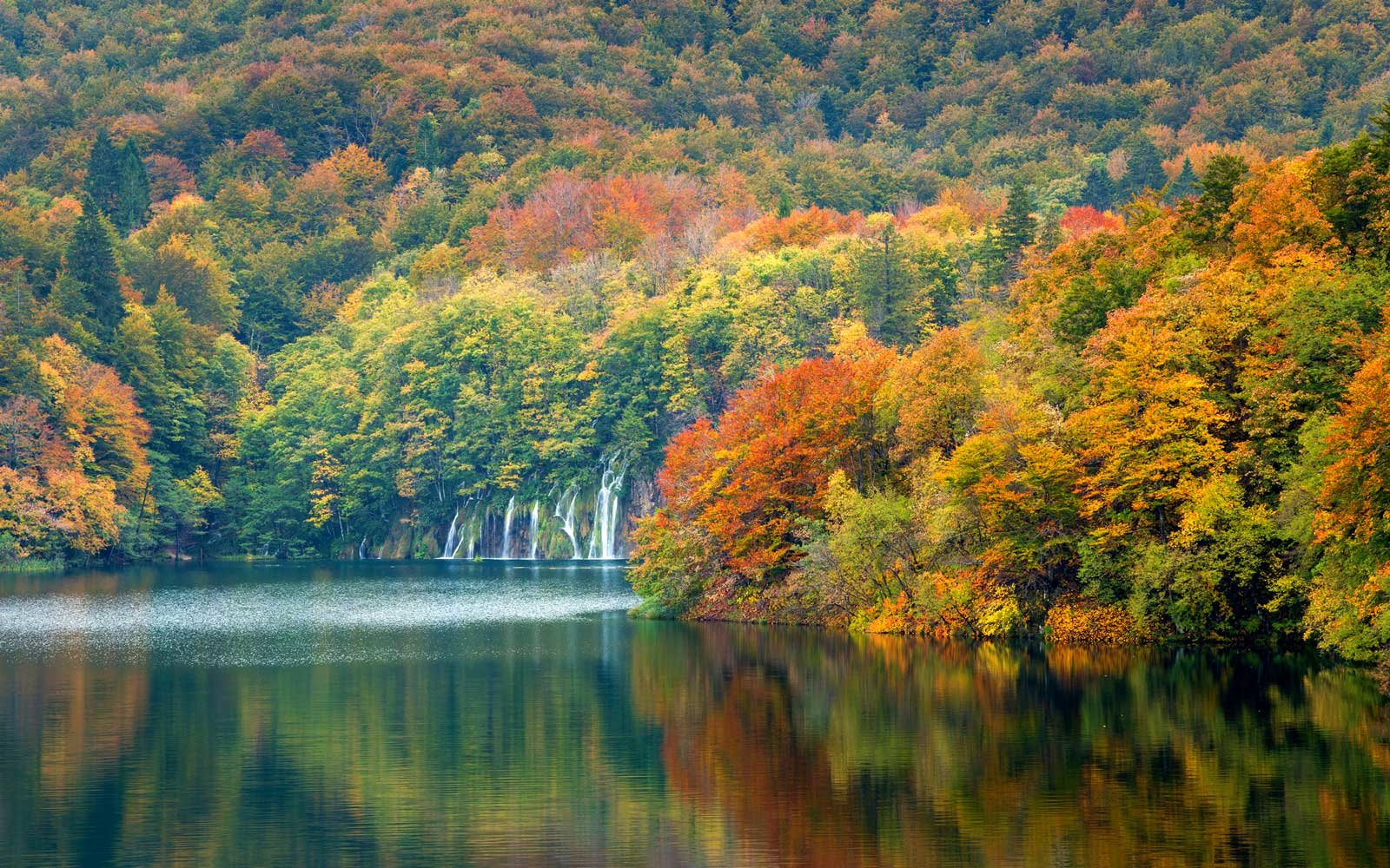 Autum colors and waterfalls of Plitvice National Park