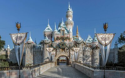 Disneyland During Christmas Time.Why Disneyland Is The Best Place On Earth To Celebrate The
