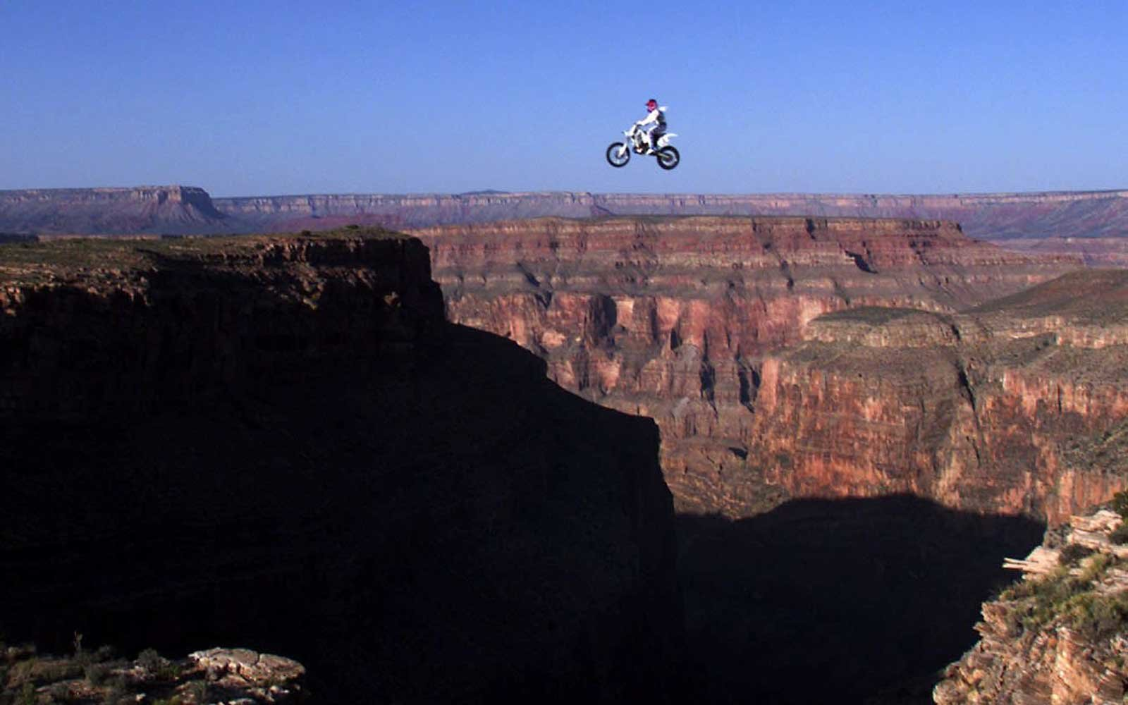 1999: Knievel Feat