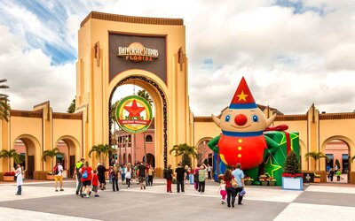 Christmas At Universal Studios Orlando.The 2019 Holiday Season Is Going To Be More Magical Than
