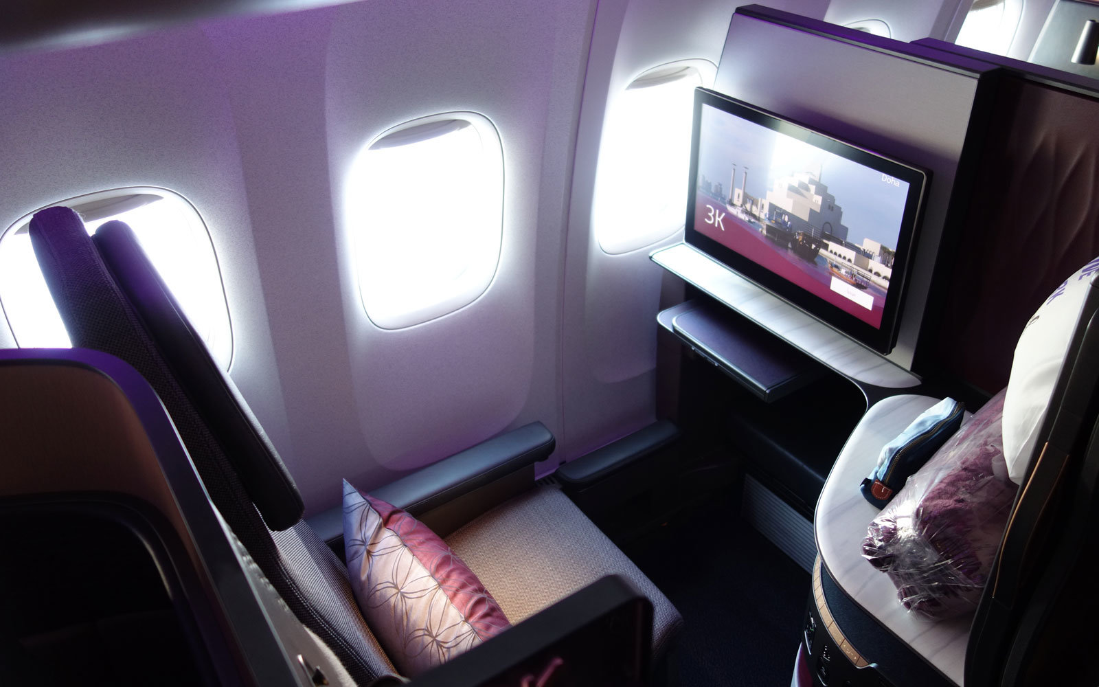 Qatar's Business Class Suites Have Sliding Doors So No One Can Bother You — Here's How to Fly in Them If You Don't Have $6,000 to Spend