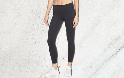 a94a165088a57 These Best-selling Leggings Are the Perfect Travel Pants — and They ...