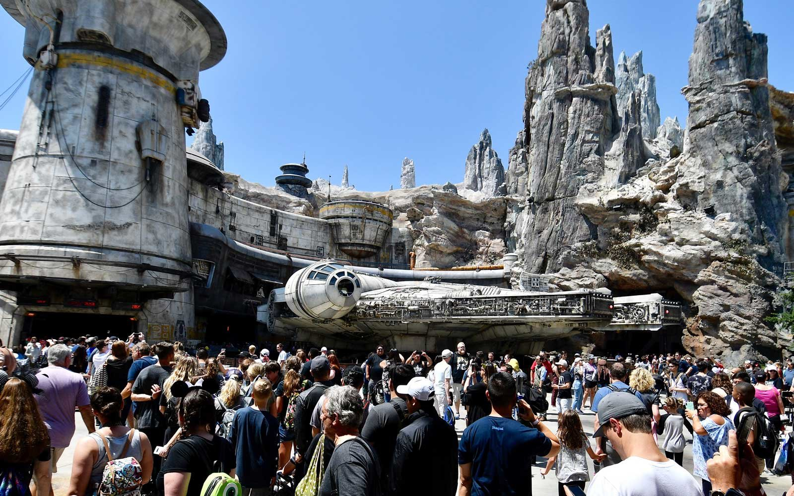 Visitors to Black Spire Outpost wait in line for the Millennium Falcon: Smugglers Run ride
