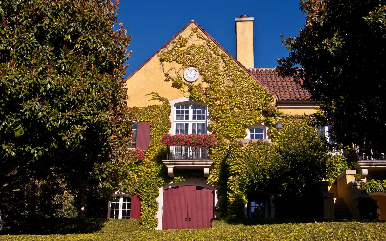 The ivy-covered exterior of Jordan Vineyard & Winery