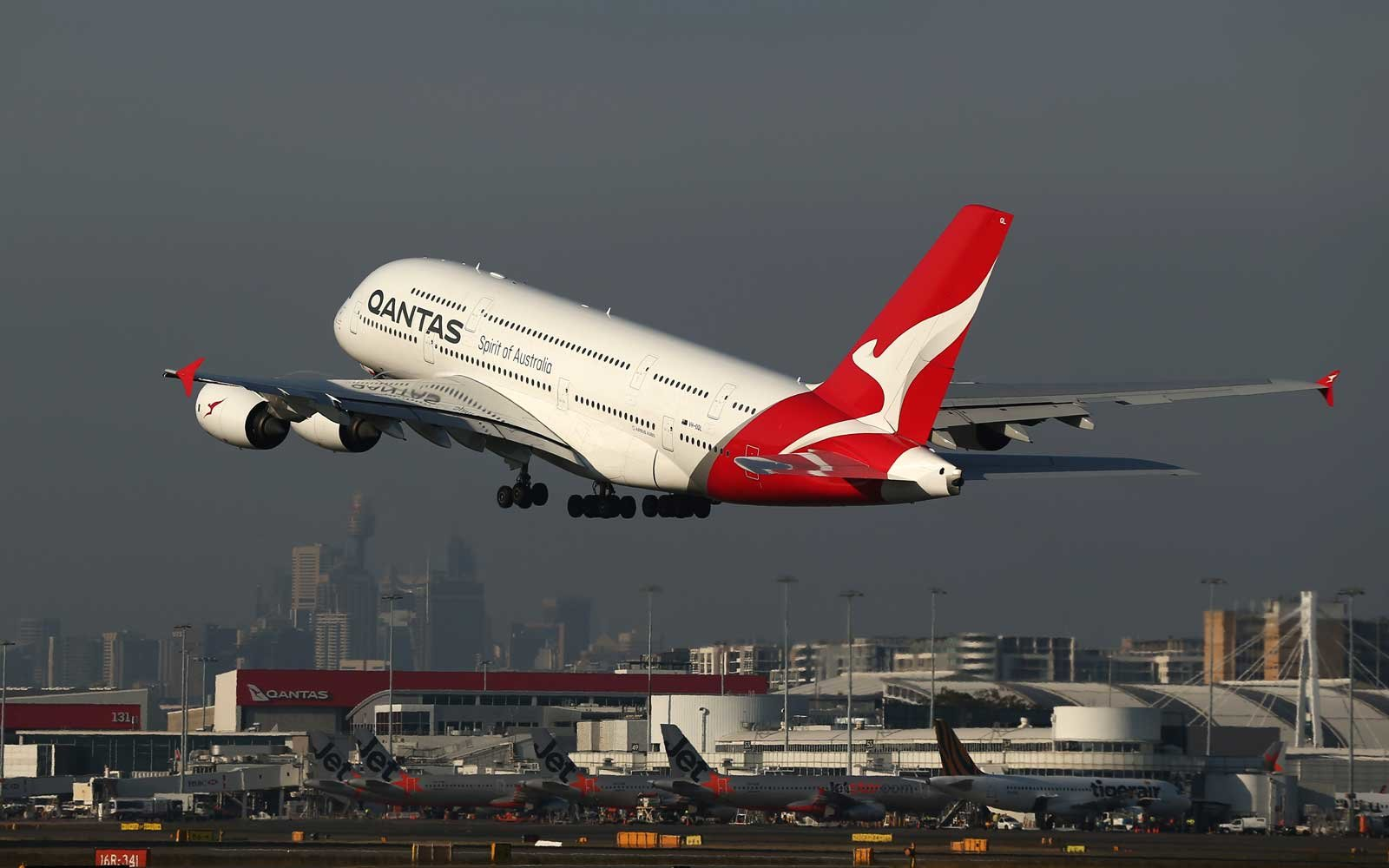 Qantas Australian Airlines Non-Stop From London to Sydney
