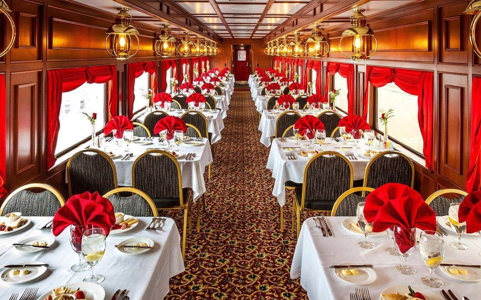 This Vintage Train Car Takes You Through the Kentucky Countryside and Is Decked Out in 1940s Glamour