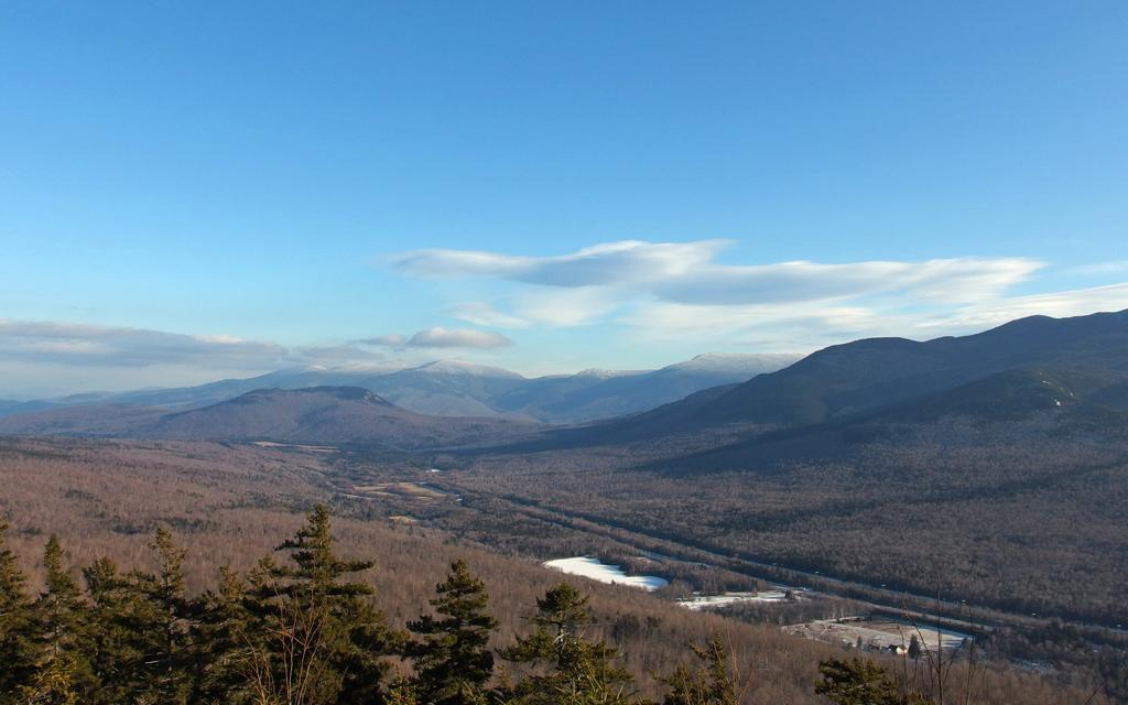 201406-w-americas-most-beautiful-views-lookout-ledge