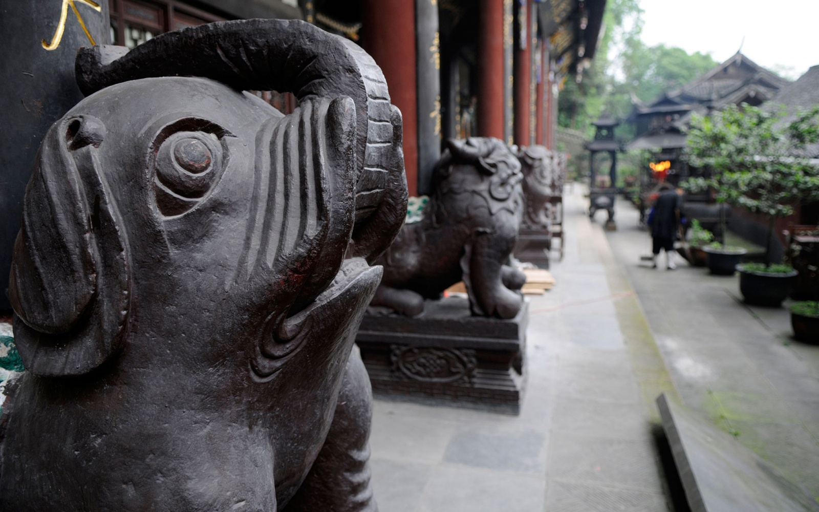 temple statues in Chengdu, China
