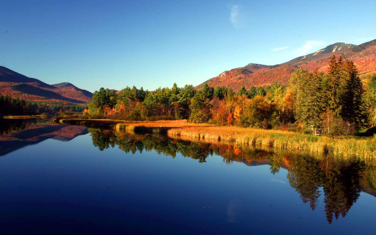 America's Best Towns for Fall Colors   Travel + Leisure
