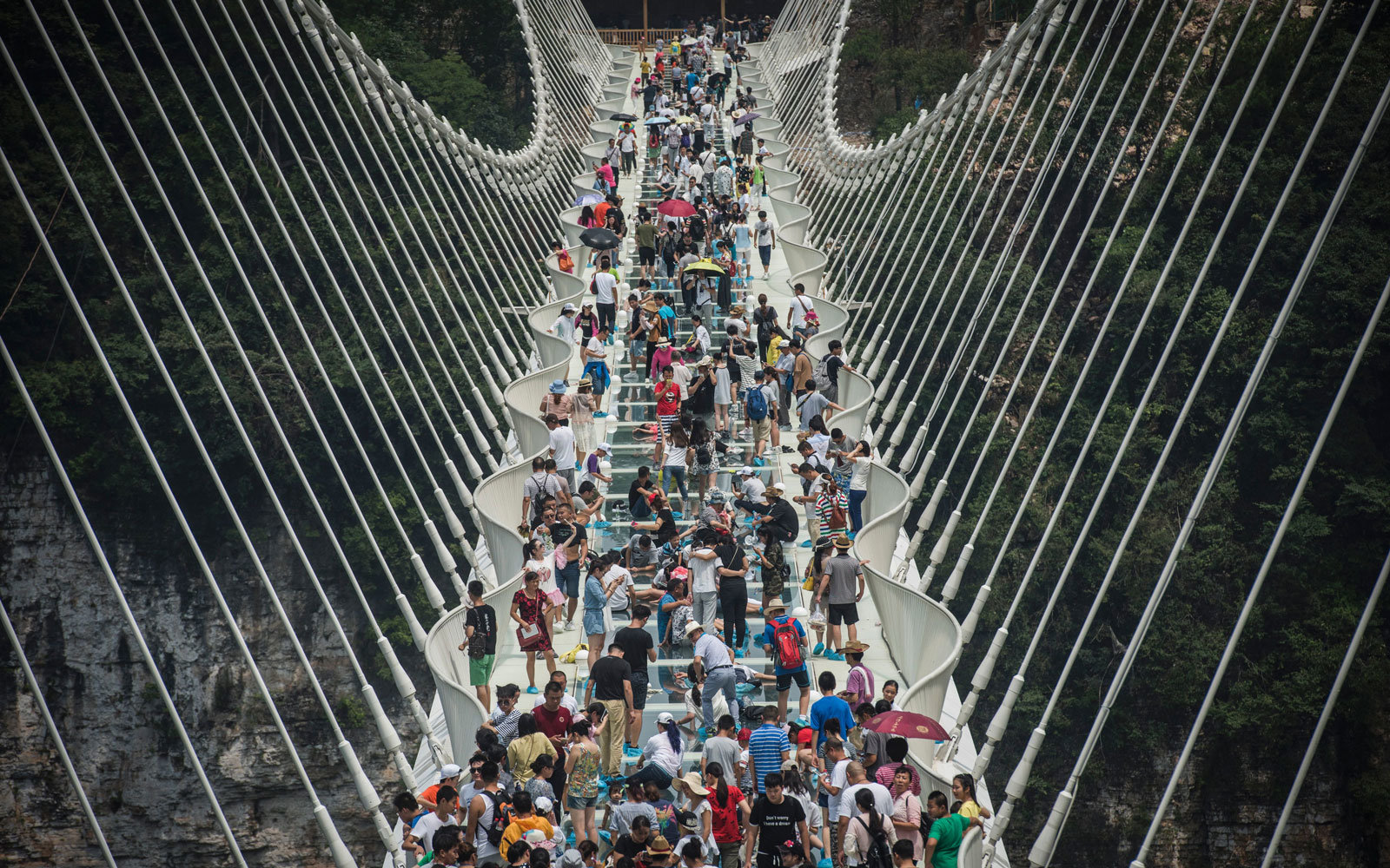 Tourists crowded the glass bridge in China.