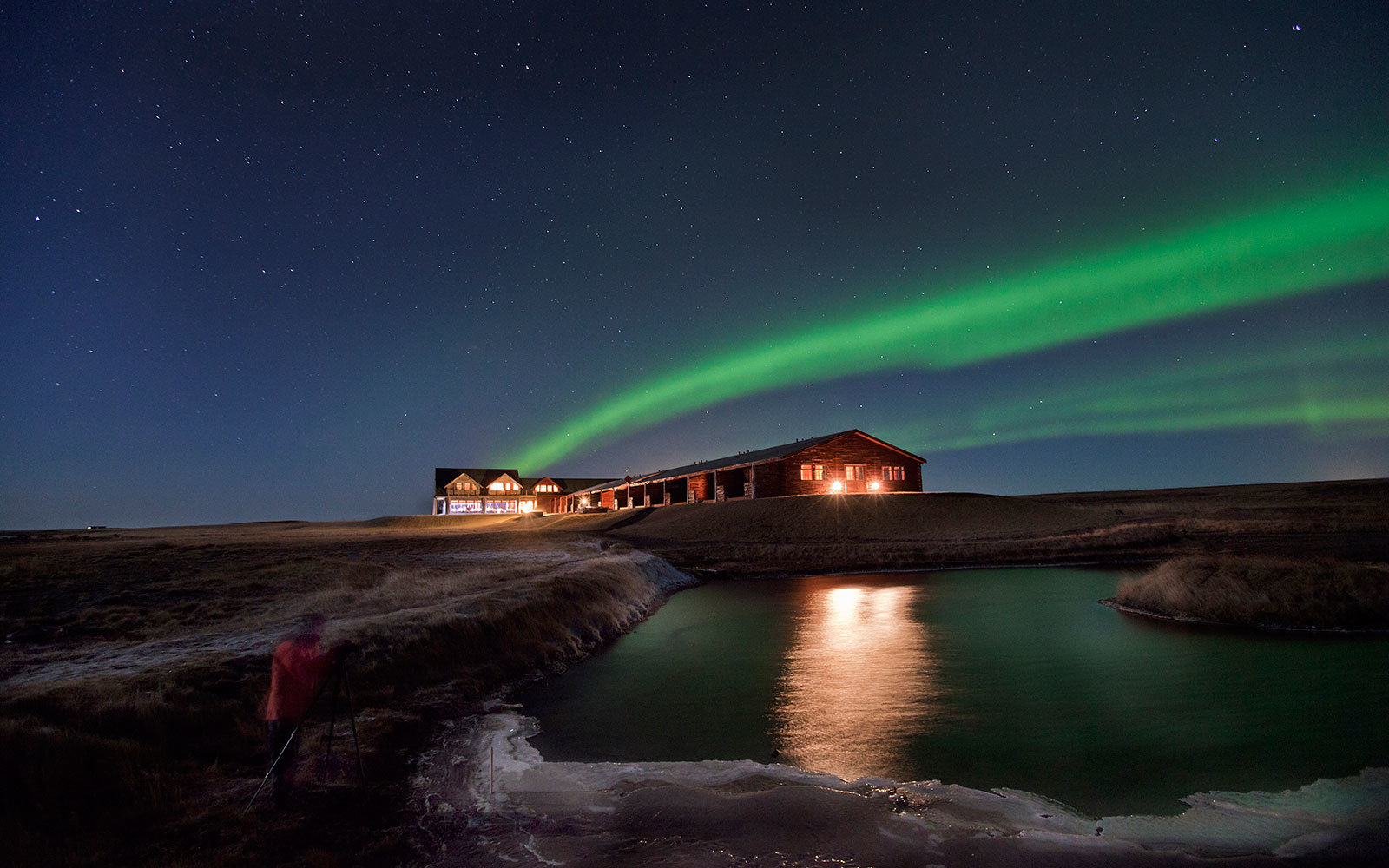 Stays at the Hotel Rangá come with views of the northern lights.