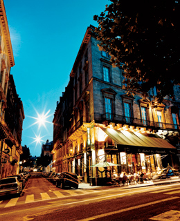 Bordeaux's Place des Quinconces is home to the popular Bistrot des Negociants.