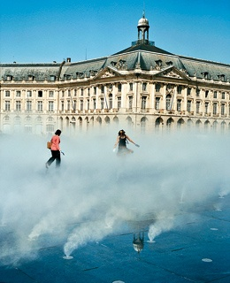 The fountain at Place de la Bourse.