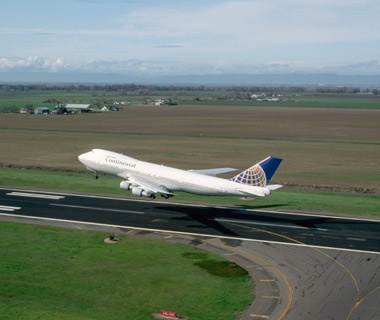 Best Airlines for Luggage Handling: #4 Continental Airlines