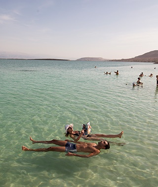 201404-w-worlds-strangest-lakes-the-dead-sea