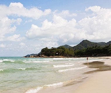 201405-w-beautiful-beaches-you-have-to-visit-this-year-chaweng-noi-beach