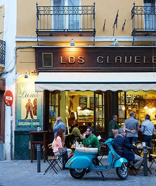 201408-w-seville-outdoor-seating-bar