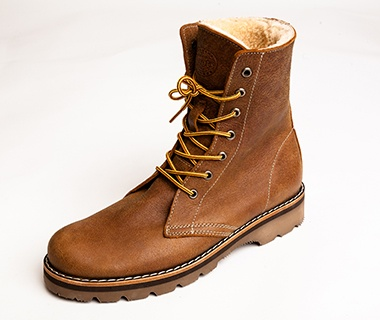 201410-w-cabin-chic-roots-mens-boots