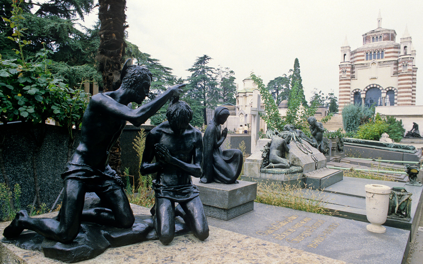 201410-w-worlds-most-beautiful-cemeteries-milans-monumental-cemetery-milan-italy