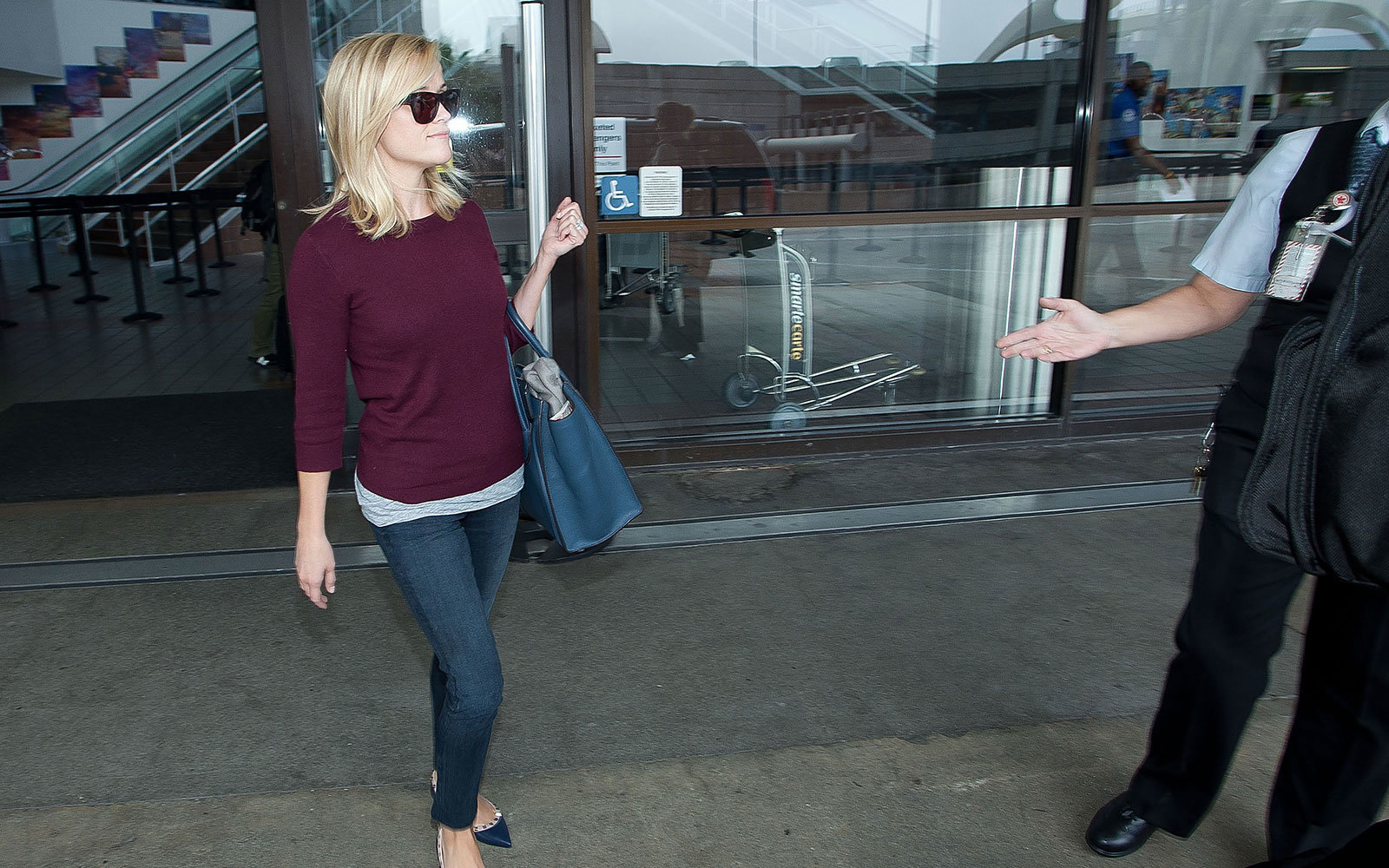 Reese Witherspoon at airport
