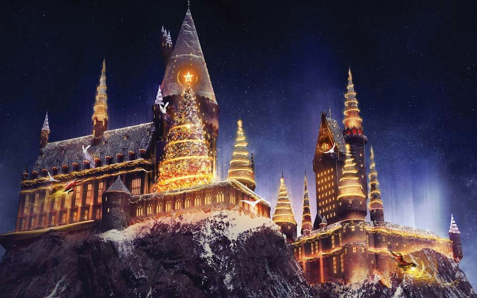 """""""Christmas in The Wizarding World of Harry Potter"""" Comes to Universal Studios Hollywood Bringing a Dazzling Light Projection Spectacular to Hogwarts Castle and Festive Holiday Décor to the Immersive Land. (PRNewsfoto/Universal Studios Hollywood)"""