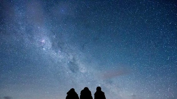 Silhouette of tourists at the Dark Sky Reserve in New Zealand