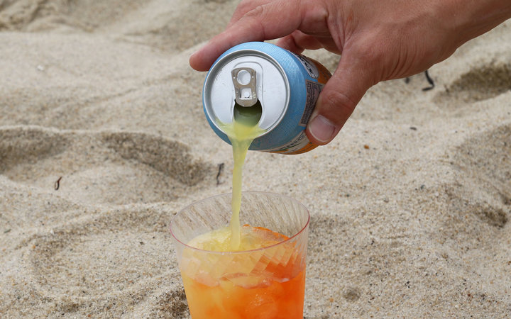 Stupid easy beach drinks for your drinking pleasure