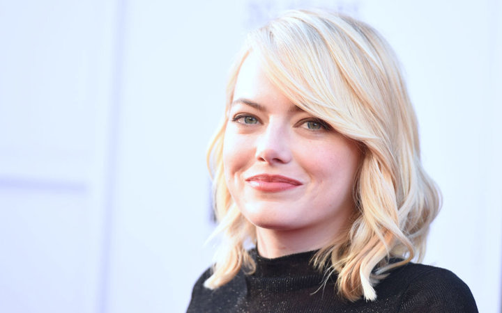 CORRECTION - Actress Emma Stone poses on arrival for the AFI Life Achievement Award Gala honoring Diane Keaton in Hollywood, California on June 8, 2017. / AFP PHOTO / Robyn BECK / The erroneous mention[s] appearing in the metadata of this photo by Robyn B