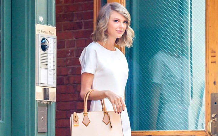 Taylor Swift Doesn't Move in a Suitcase