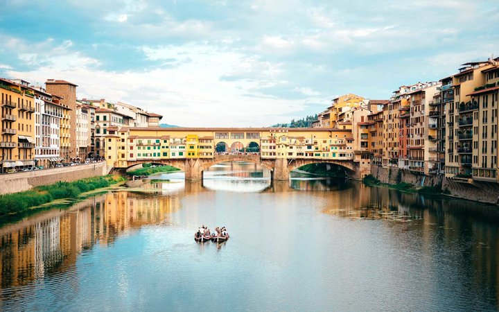 Italy, Florence, River Arno and Ponte Vecchio