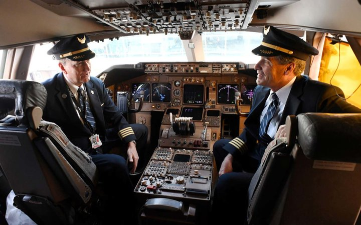 United Airlines pilots Capt. Tom Spratt, left, and Dean McDavid in the cockpit of the iconic Boeing 747
