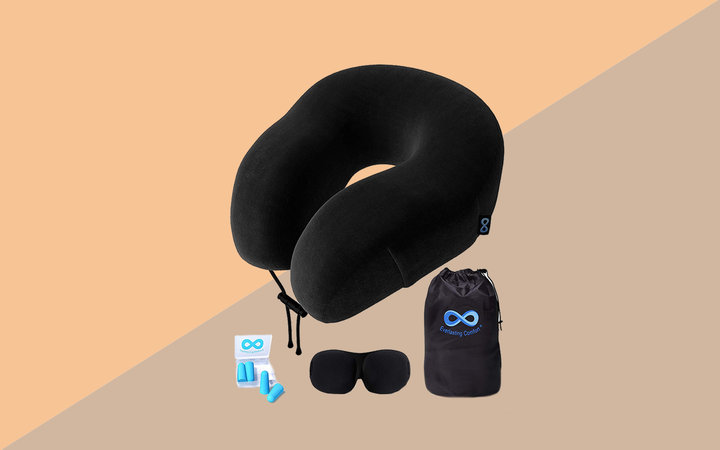 Everlasting Comfort Travel Pillow Set Tout