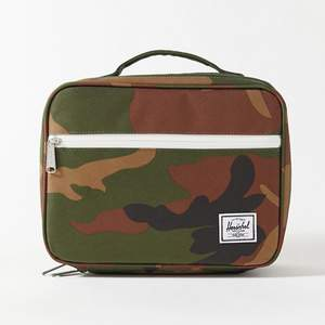 herschel-camo-lunch-bag