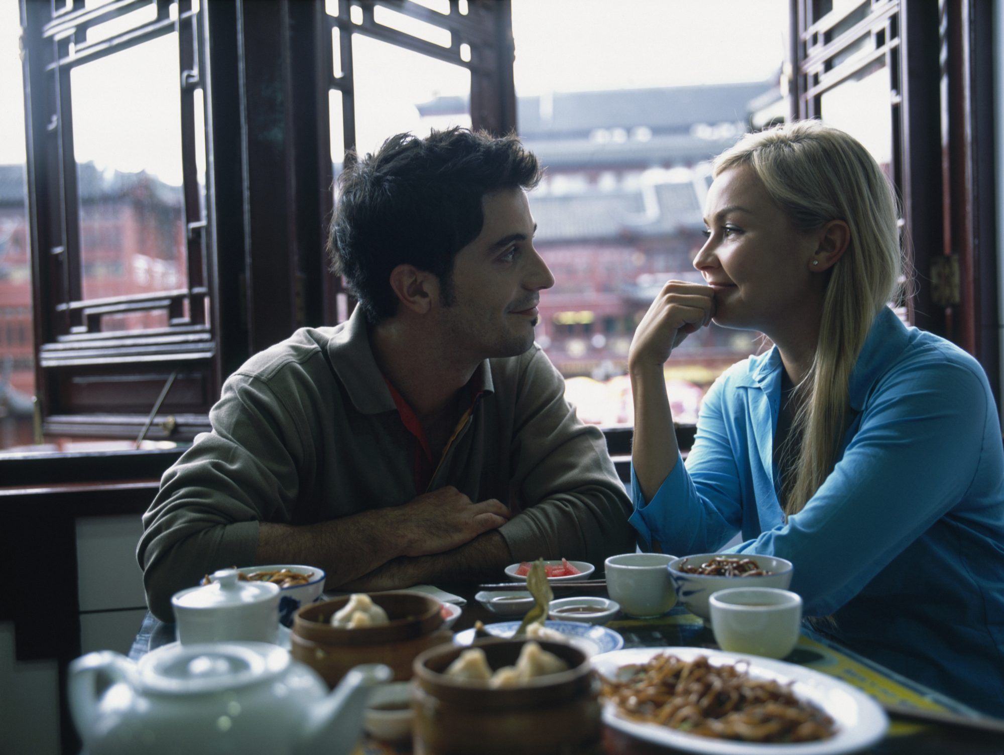 couple-restaurant-eating-disorder-disclosure