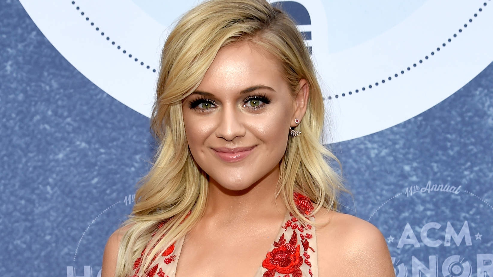 kelsea-ballerini-red-dress