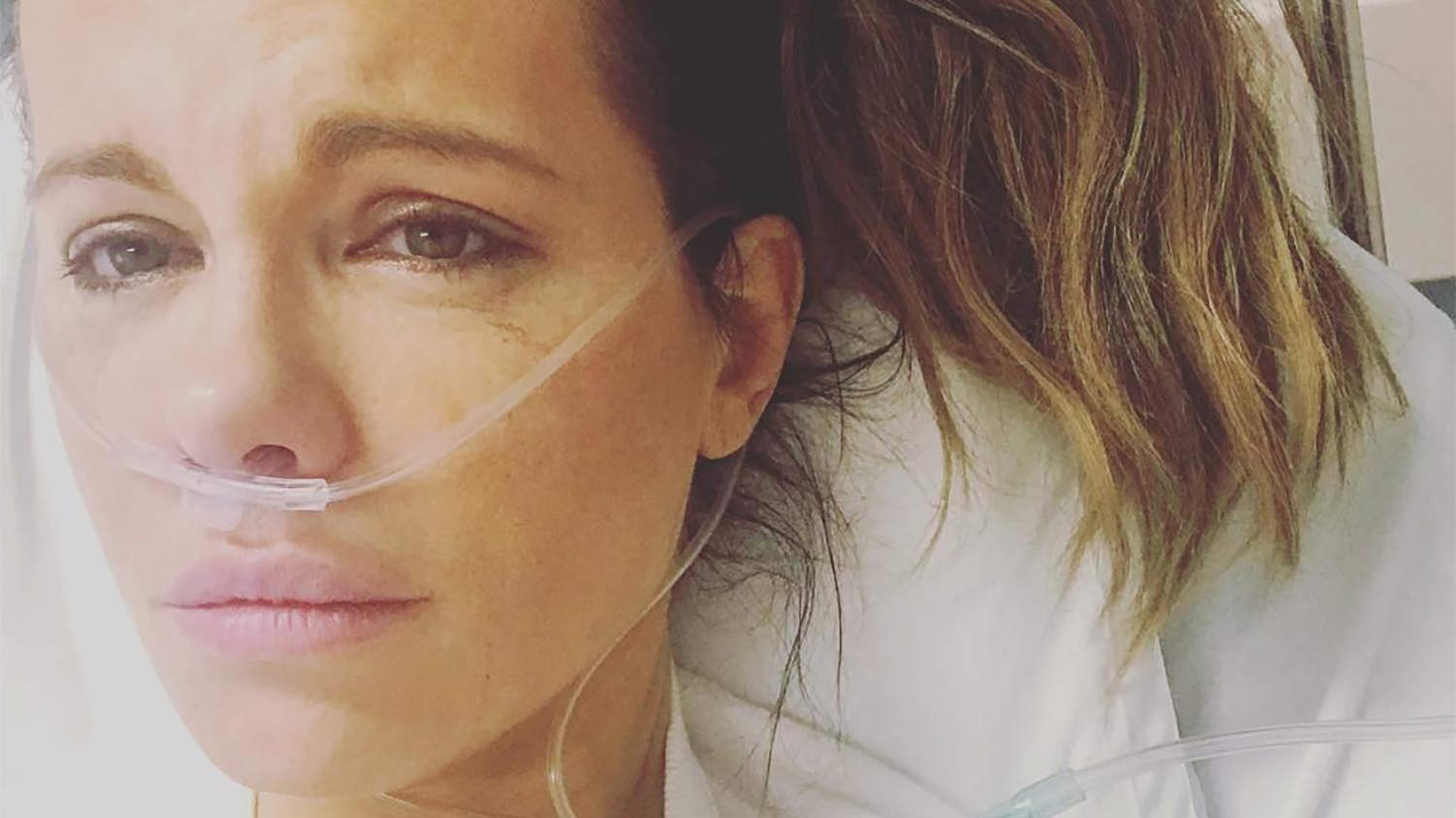 Kate Beckinsale Hospitalized for Ruptured Ovarian Cyst as Stars Show Support: This 'Really Hurts'