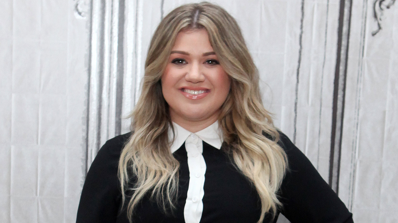Kelly Clarkson Says a Cancer Scare 'Ruined' the Night She Won Her First Grammys: 'They Had to Redo My Makeup 4 Times'