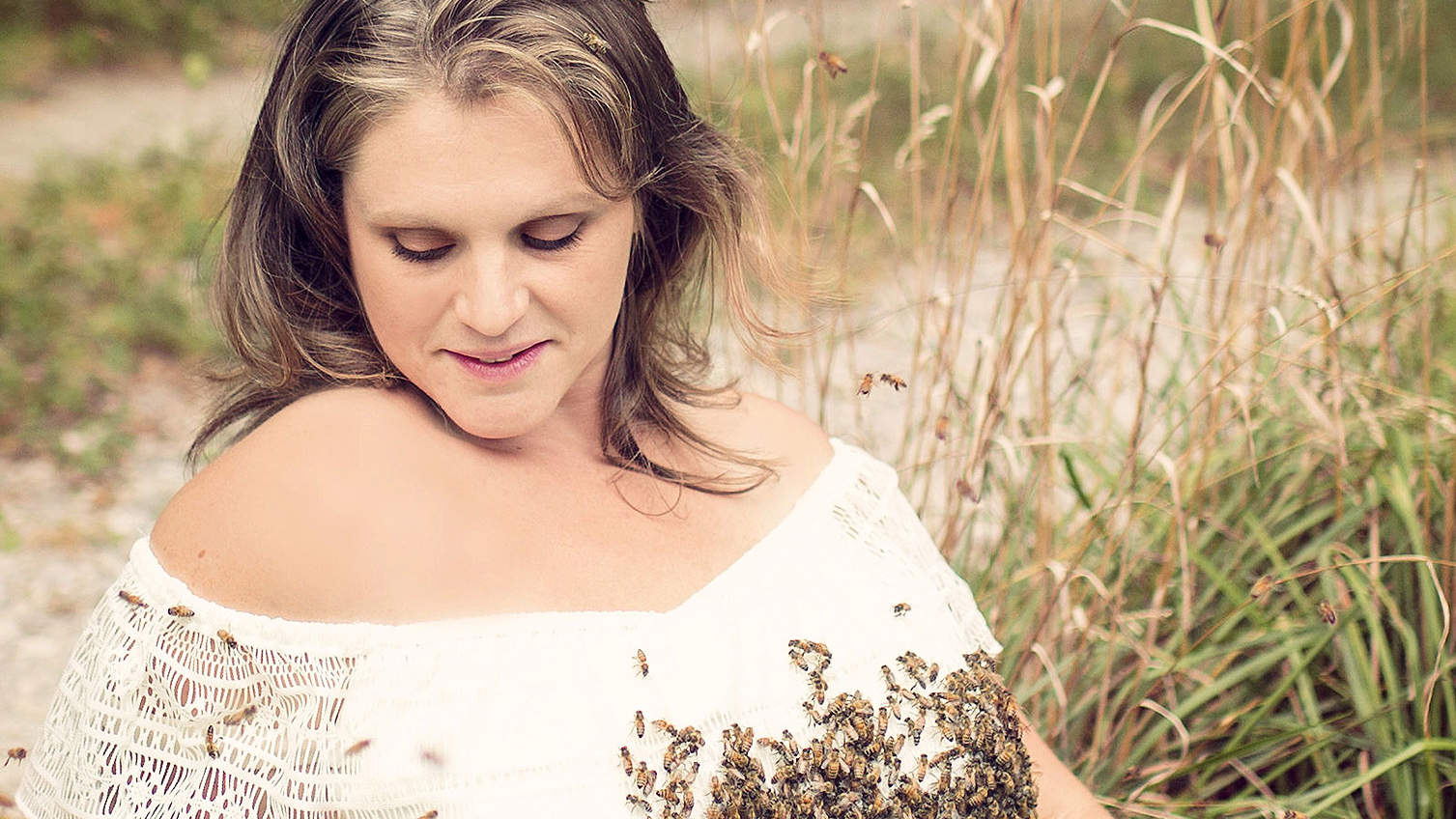 Ohio Woman Who Posed with 20,000 Bees on Her Belly in Maternity Shoot Suffers Stillbirth