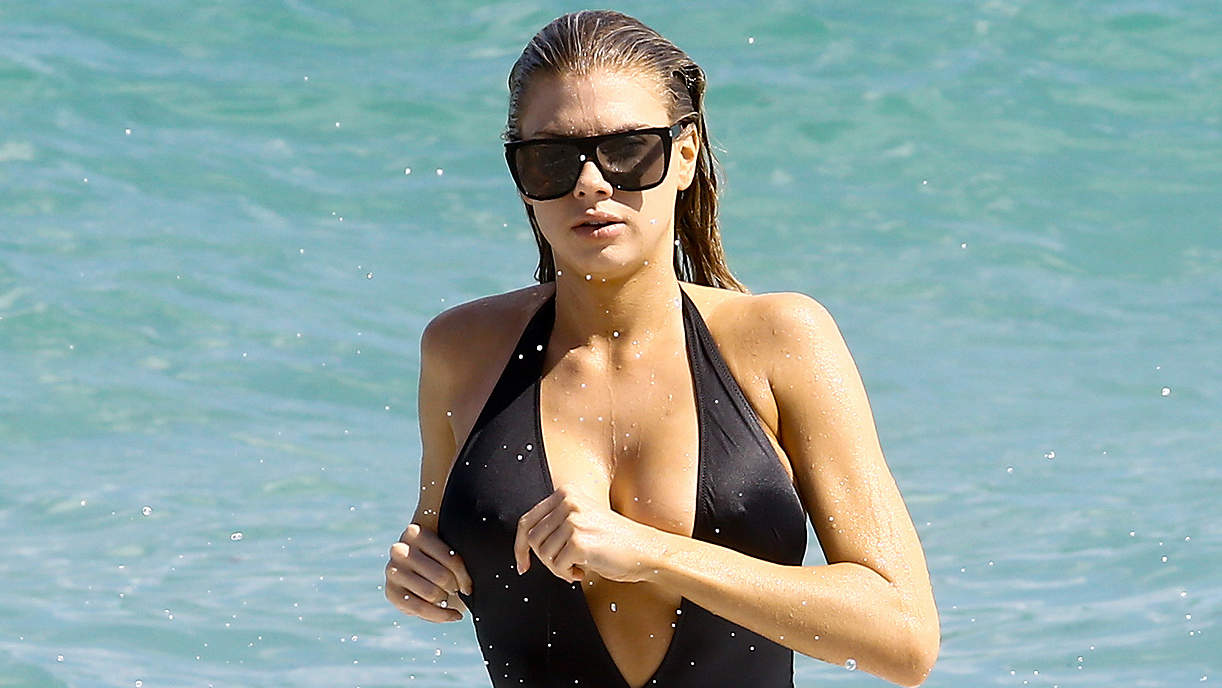 We Tried It: The Boxing Workout that Got Charlotte McKinney Baywatch-Ready