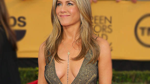 jennifer-aniston-cleavage.jpg