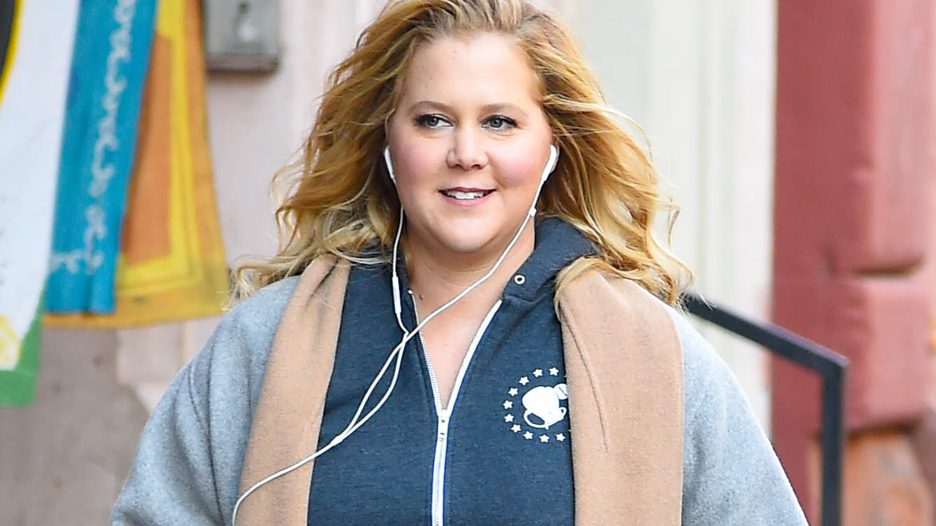 amy-schumer-walking